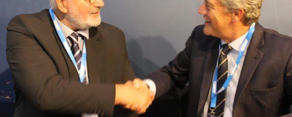 Jon S Jacobsen (left) and David Gill sign the Memorandum of Understanding at IFSEC International 2018