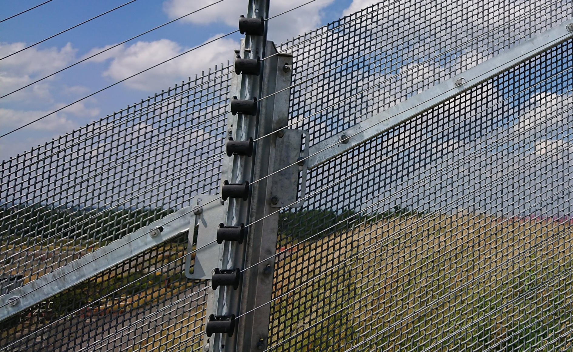 Risk Uk Zaun S Armaweave Perimeter Security Fencing System Achieves